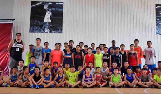 篮火青少年篮球俱乐部体验课0元参加,预约电话:2119920