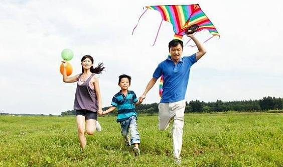 """府谷县首届""""缤纷春季,放飞梦想""""大型亲子户外写真活动"""