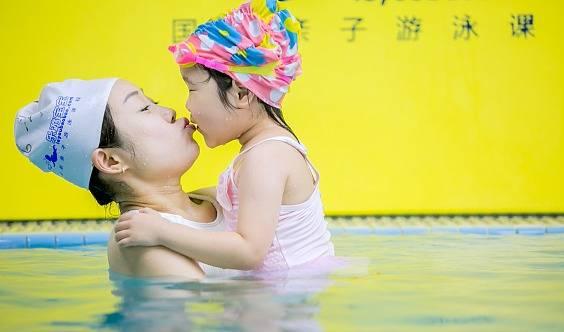 【0-6岁亲子游泳课】周中亲子游泳课程仅需9.9元!快来抢!