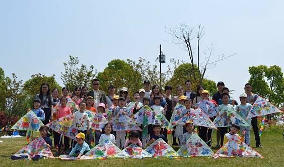 【小蝌蚪英语】快乐亲子行之风筝DIY